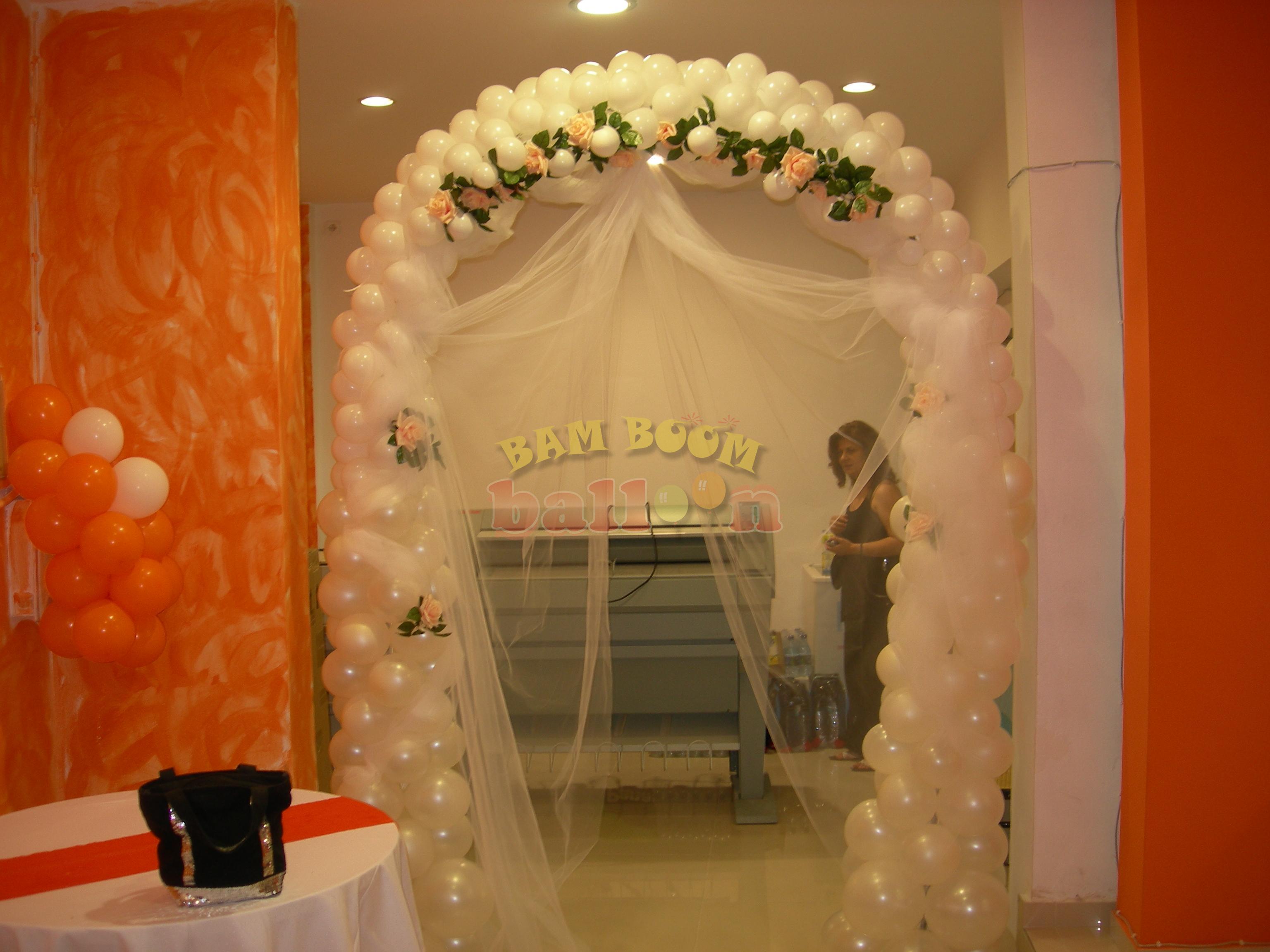 Σταθερή αψίδα γάμου με τούλι