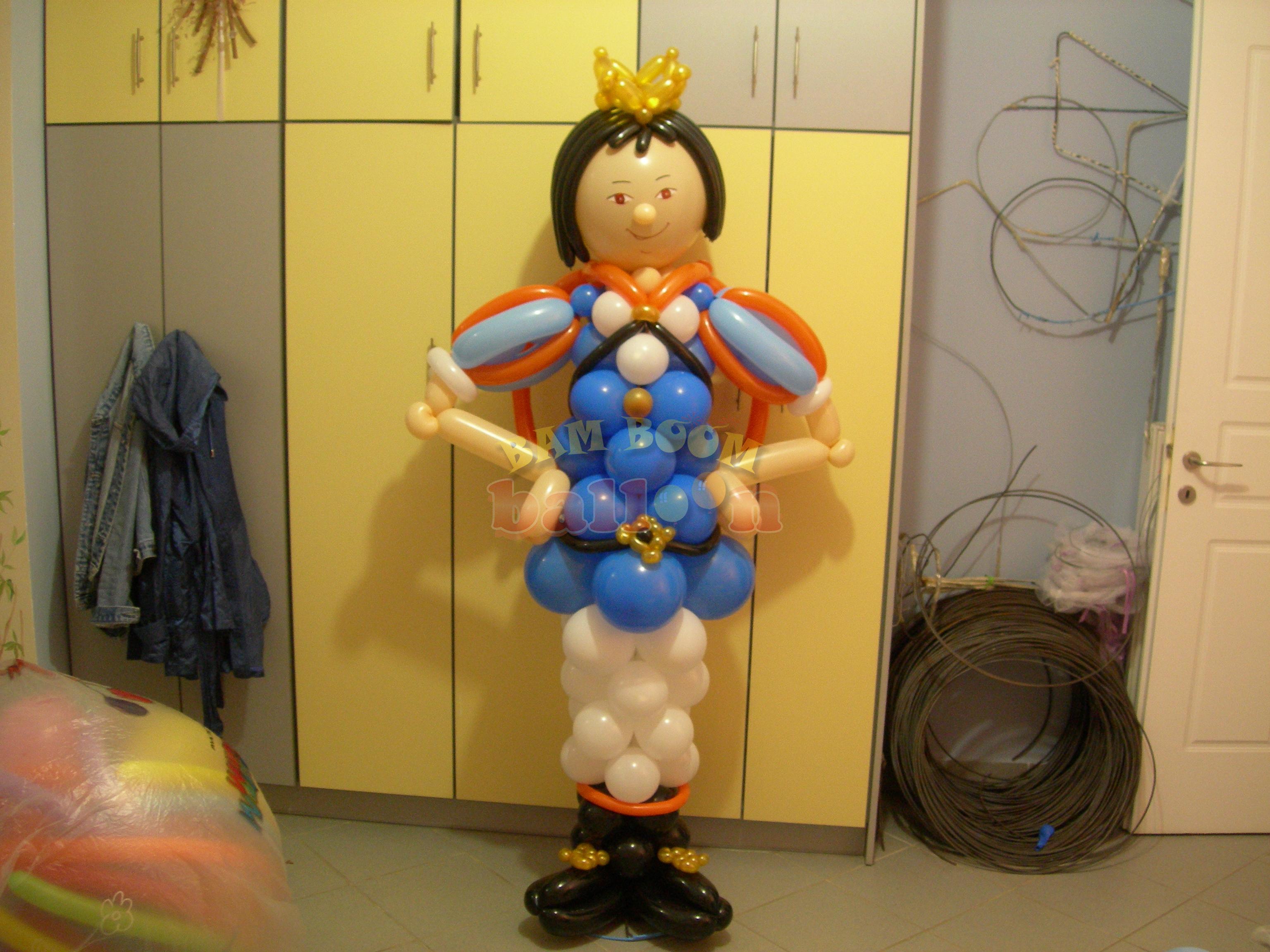 Μικρός πρίγκηπας με μπαλόνια