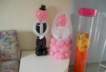 Γαμπρός και νύφη σε επιτραπέζια κατασκευή